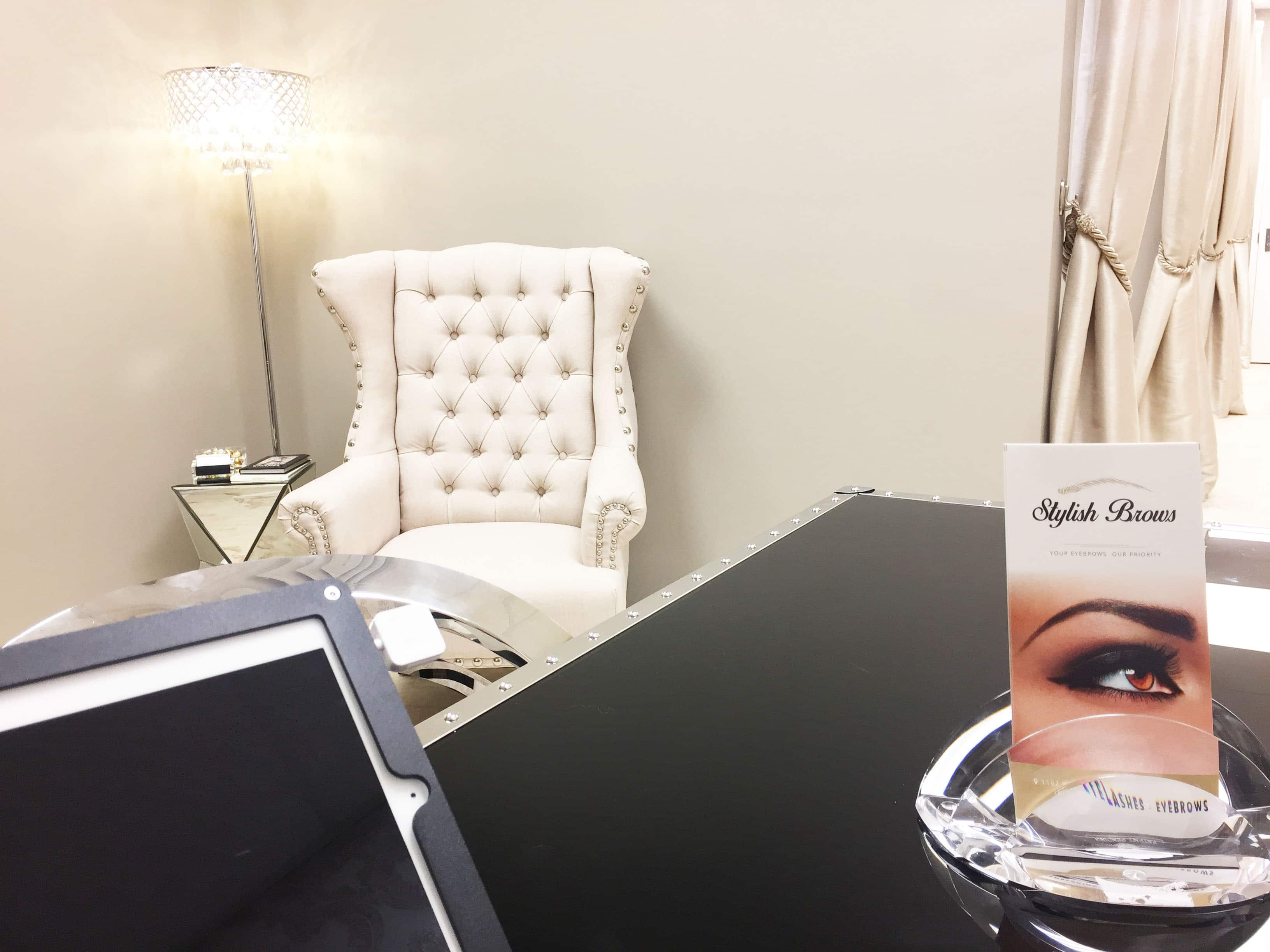 stylish-brows-microblading-eyebrows-eyelashes-salon-weston-miami-interior-chair-desk